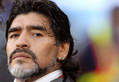 Diego Maradona criticó duramente, como lo viene haciendo hace un tiempo, a los dirigentes de la Asociación del Fútbol Argentino (AFA) y aseguró que debería ser el director técnico del seleccionado argentino de fútbol en el Mundial de Brasil 20