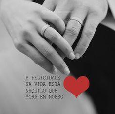 A felicidade da vida está naquilo que mora no nosso coração. #mensagenscomamor #felicidade #pessoas #amor #coração #casais #pensamentos #frases