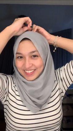 Hairstyles For Women Trends 2019 - [ Gaya Rambut Panjang Lurus ] Hijab Teen, Baby Hijab, Girl Hijab, Hijabi Girl, Beautiful Muslim Women, Beautiful Hijab, Video Hijab, Moslem, Hijab Fashionista