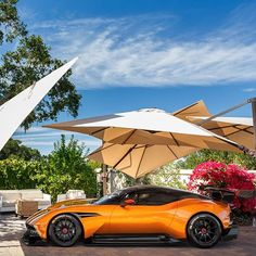 Aston Martin is known around the world as one of the premier luxury car makers. The Aston Martin Vulcan is a track-only supercar Aston Martin Vulcan, Aston Martin Vanquish, My Dream Car, Dream Cars, James Bond Cars, Martin Car, Weird Cars, Crazy Cars, Car In The World