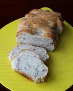 Gluten free and vegan bagel bread. This is easy to make, and is perfectly chewy and delicious!