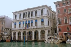 Palazzo Manin - Dolphin - on the Grand Canal, Venice - It was built in the middle of the XVI century architect Jacopo Sansovino . Customer palace gave the Venetian merchant and diplomat John Dolphin . Complete the modern name of the palace came after a 1789 to 1797 years in the palace lived the last Doge of Venice, Ludovico Manin.