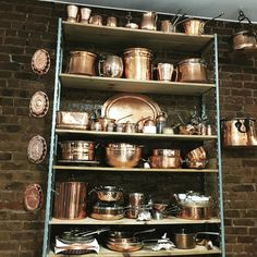 in love with all the collection of pots my friend has, it's amazing #rusticdecor#rustickitchen#antiquecopper