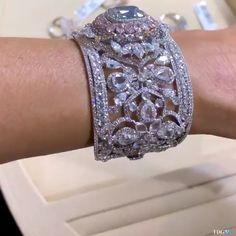 bracelets videos The Diamonds Girl ~ Novel Collection The Diamonds Girl ~ Novel Collection Bijoux Design, Jewelry Design, Antic Jewellery, Rolex, Burberry Gifts, Diamond Girl, Diamond Bangle, Jewelery, Jewelry Box