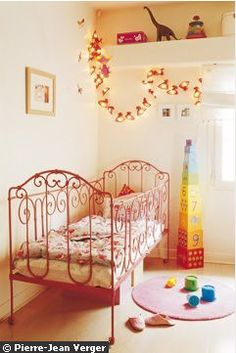 red wrought iron crib/don't know how practical but really beautiful Baby Doll Bed, Doll Beds, New Baby Wishes, Best Changing Table, Iron Crib, Ikea, Rainbow Decorations, Fashion Room, Baby Cribs