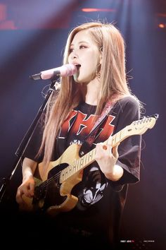 Read Rose from the story Xả ảnh BLACKPINK by (Monna) with 794 reads. Kim Jennie, Kpop Girl Groups, Korean Girl Groups, Kpop Girls, Yg Entertainment, Forever Young, K Pop, Divas, Rose Park