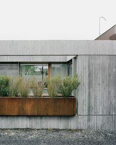 Gallery of House G / Bechter Zaffignani Architekten - 2 Haus G, © Rasmus Norlander Board Formed Concrete, Concrete Facade, Concrete Architecture, Concrete Houses, Contemporary Architecture, Architecture Details, Interior Architecture, Concrete Walls, Exterior Design