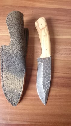 Blacksmithing Knives, Bushcraft Knives, Cool Knives, Knives And Swords, Antler Knife, Knife Template, Skinning Knife, Damascus Knife, Knife Handles