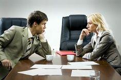 Wenn im Vorstellungsgespräch der Gehaltswunsch thematisiert wird, würden viele Bewerber gern die Ersatzfrage wählen. Riesenfehler. Wer das Optimum für sich herausholen will, muss professionell auftreten. Schließlich sitzt ihm  ein Verhandlungsprofi gegenüber. So geht's...