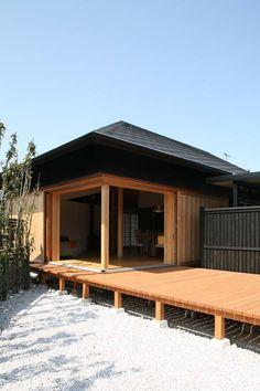 File010 Garage Doors, Cabin, House Styles, Outdoor Decor, Ideas, Home Decor, Decoration Home, Room Decor, Cabins