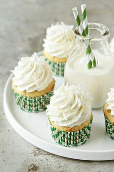 We could make our own cupcakes. These are Coconut Cupcakes with Lime Buttercream. Köstliche Desserts, Delicious Desserts, Yummy Food, Plated Desserts, Coconut Cupcakes, Yummy Cupcakes, Lime Cupcakes, Cheesecake Cupcakes, Mojito Cheesecake