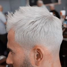 """Barber Lessons en Instagram: """"❄️COLD AS ICE❄️ Had to share this amazing #PlatinumLowFade done by @shawnbarber2 ✂️✂️✅✅ I love the TEXTURE of this cut and that color is nice and bold #NoLineup #NaturalHairline #LowSkinFade #PlatinumHair #Fade #TheCommission #LFS #LearnFadeSucceed #BarberLessons @barberlessons_ x @shawnbarber2 ✂️"""""""