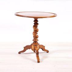 Round Tripod Table in Walnut with Corkscrew Pedestal, c. 1835