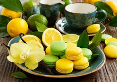 Key lime and lemon macaroon. Color Splash, Lima, Lemon Macaroons, Macaroon Cake, Gourmet Cakes, Oranges And Lemons, Home Food, Great Desserts, Dessert Ideas