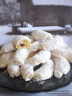 pogotovo u slučaju ovih kiflica jer su posebne… Bosnian Recipes, Croatian Recipes, Baking Recipes, Cookie Recipes, Dessert Recipes, Christmas Desserts, Christmas Baking, Kiflice Recipe, Kolaci I Torte