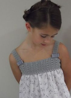 Linen dress w/ crochet bodice. Crochet Yoke, Crochet Fabric, Crochet Girls, Crochet For Kids, Baby Tulle Dress, Diy Dress, Knitting For Kids, Baby Knitting, Little Girl Dresses