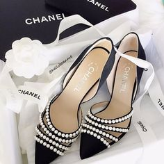 Gorgeous Chanel heels with pearl details Me Too Shoes, Cute Shoes, How To Have Style, Chanel Heels, Shoe Boots, Ankle Boots, Shoes Heels, Giuseppe Zanotti Heels, Dream Shoes
