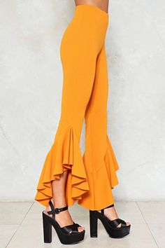 It's your lucky day. The Out of Luck Pants come in a ribbed knit and feature a high-waisted silhouette, stretchy fit, and ruffle detailing at hem. Fashion Pants, Boho Fashion, Fashion Dresses, Fashion Design, Plazzo Pants, Carnival Dress, Ruffle Pants, Pants For Women, Clothes For Women