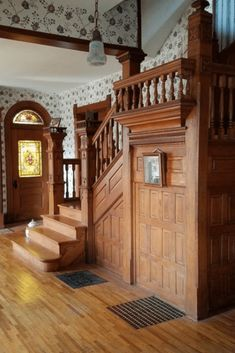 Best And Elegant Wooden Stairs In Your House 06 Oak Stairs, Wooden Stairs, Elegant Home Decor, Elegant Homes, Victorian Interiors, Victorian Homes, House Paint Interior, Home Interior Design, Interior Decorating