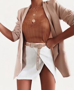 Which details making summer outfits cool and stylish? How can you look more fancy while just wearing a basic denim short or a white mini skirt? Mode Outfits, Fall Outfits, Summer Outfits, Classy Outfits, Stylish Outfits, Blazer Fashion, Fashion Outfits, Look Street Style, Girl Fashion