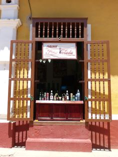 post on Rompiballe On The Road: Cienfuegos e Trinidad #Cuba #travel #travelphotography #holiday #vacation #america #viaggi #ontheroad #Trinidad #houses #architecture #drink