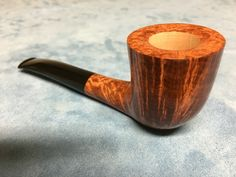Pipe ≠ Ago Hand Made in Italy Lifetime Guarantee Italian briar,smooth finish, methacrylate stem, hand-made pouch of genuine leather, available 180 euros (including sending fees in every EU and US country) Payment with PayPal -10% (162 euros)