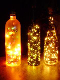 Ilumine-se nesse Natal Garrafas de vidro com pisca-piscas http://www.recriardecorsustentavel.com.br/2013/11/luminaria-de-garrafa.html