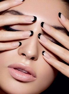 Nude nails & black tips - stylish, alternative french manicure. This is the new French nails! French Manicure Designs, French Tip Nails, Black French Nails, French Pedicure, French Polish, French Manicure With A Twist, Gel French Manicure, French Nail Art, Black Nail Designs