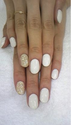 How to Chic: WHITE AND GOLD NAILS