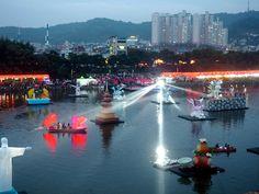 Lanterns and boat on the water at Jinju Lantern Festival, South Korea   Just Muddling Through Life