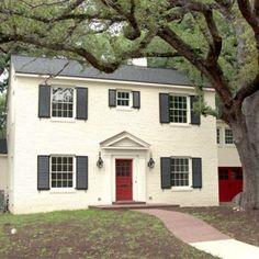 Love the red door and the red garage door, too!  Should i do this with my white garage doors....have a red front door..hmmmm