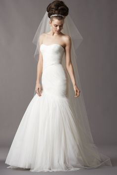 DESIGNER: Watters STYLE: Talulah NECKLINE: Sweetheart SILHOUETTE: Mermaid FABRIC: Soft Netting.COLOR: Ivory FEATURES: Asymmetrically draped drop waist bodice, a dramatic full shirred skirt,TRAIN: Sweep CONDITION: Worn by a bride small hole at the end of the gown. SIZE: 4