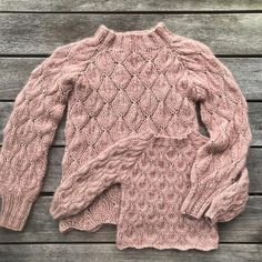 Patterns in the making. Loose Knit Sweaters, Cool Sweaters, Sweaters For Women, Knitting For Kids, Knitting Projects, Lace Knitting, Knit Crochet, Clothing Patterns, Knitting Patterns