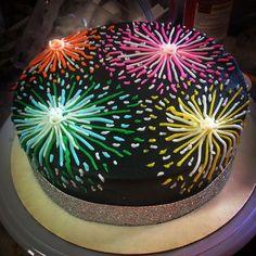 Fireworks cake Pretty Cakes, Cute Cakes, Beautiful Cakes, Amazing Cakes, Fireworks Cake, Fireworks Video, Birthday Fireworks, Pink Fireworks, Fireworks Pictures