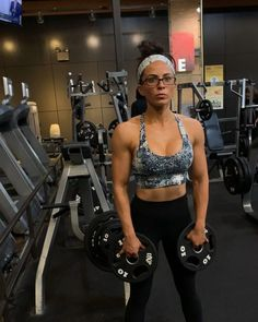 There are some days where I don't want to move from one spot in the gym. Especially when it's busy. Here's a circuit that allows you to do… Insanity Workout, Best Cardio Workout, Triceps Workout, Boxing Workout, Arm Workouts, Workout Fitness, Weight Loose Tips, Sarah Bowmar, Fitness Tips