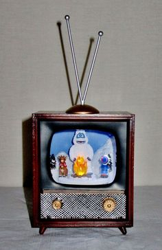 NEW AMUSEMENTS MUSICAL RETRO TV ROTATING RUDOLPH, HERMEY & BUMBLE PLAYS RUDOLPH  $79.99