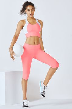 Don't be fooled by its soft color palette because this Sorbet-colored set means serious business in the studio. Enjoy a high-support bra that holds its shape and slimming, all-way stretch capris.