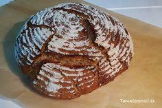 selbst gebackenes Dinkel-Roggen-Sauerteigbrot