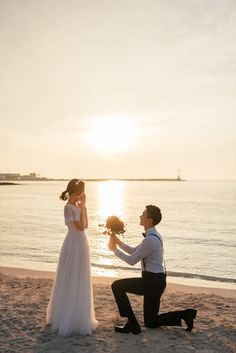 Sunset of may - 수연대현포토그래피 Pre Wedding Poses, Pre Wedding Photoshoot, Wedding Couples, Korean Wedding Photography, Outdoor Photography, Order Of Wedding Ceremony, Best Friend Photos, Couple Outfits, Couple Shoot