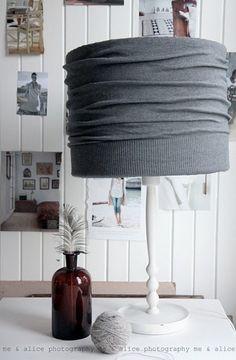 Tweedehands schemerlamp kopen en dan je trui eromheen :) Door sharonnetjes