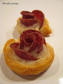 Skonka gotuje: Róże z ciasta francuskiego z wędlinami, martadelą, salami i szynką Pancakes, Breakfast, Food, Morning Coffee, Essen, Pancake, Meals, Yemek, Eten