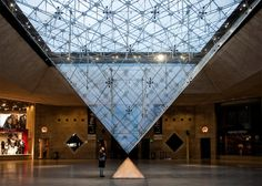 Pyramide inverse du LOUVRE