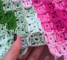ergahandmade: Crochet Blanket With Mini Granny Square Motifs + Diagrams Crochet Scarf Tutorial, Crochet Flower Scarf, Crochet Mittens Free Pattern, Crochet Headband Pattern, Granny Square Crochet Pattern, Crochet Squares, Crochet Blanket Patterns, Crochet Bedspread, Crochet Quilt