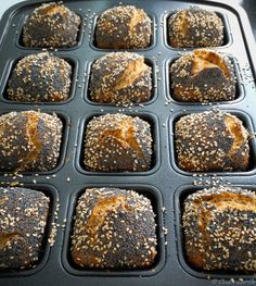 World bread rolls from the brownie form - Kuchen - Delicious Dessert Recipes Easy Bread Recipes, Pastry Recipes, Crockpot Recipes, Cheesecake Recipes, Dessert Recipes, Le Diner, French Pastries, French Food, Artisan Bread