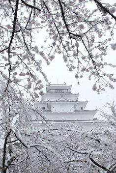 CASTLE...JAPAN.....PARTAGE OF COOL JAPAN ON FACEBOOK......