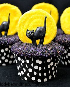 Halloween Desserts, Diy Halloween, Spooky Halloween Cakes, Halloween Cupcakes Decoration, Halloween Treats To Make, Halloween Cupcakes Easy, Cute Desserts, Halloween Pumpkins, Halloween Horror