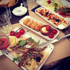 toujours aussi délicieux à #lepoulpe ! #yummy #food #tapas #lepoulpeleucate #leucate #lunch #bythesea #seaside #plage #mediterranee #dejeuner #auborddemer #instafood
