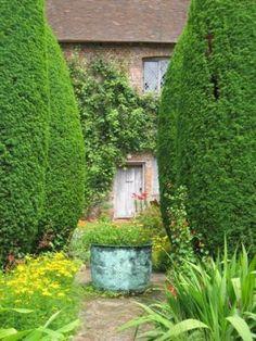 Inspired by green - myLusciousLife.com - Sissinghurst Castle gardens Kent.jpg