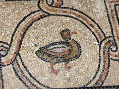 Motivo decorativo. Pato. Mosaico en el suelo. San Vital de Rávena. Mediados del siglo VI.