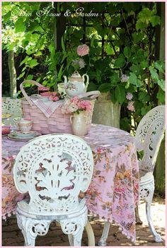 teatime.quenalbertini: A Summer Tea Picnic | Aiken House & Gardens